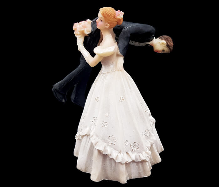 87099 Cake Topper Groom over Bride_s shoulder 8cm wide x 12cm High 5