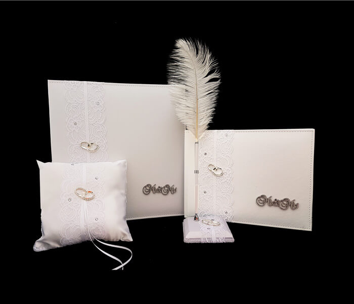EL-605 WHITE EL-605 IVORY GUESS BOOK _ PEN SET Mini ClaspComes with Bride _ Groom Family Pages Bride _ Groom Attendants Pages with 60 Pages for Guests to Sign 25.00